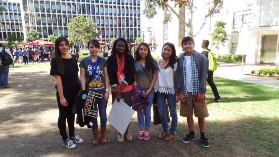 Just a few of HMSA's hard-working students at USC on Pre-MESA Day 2015. Photo by Brianna Rivera's father.