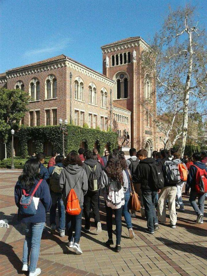 HMSA students exploring the USC campus and engineering opportunities.