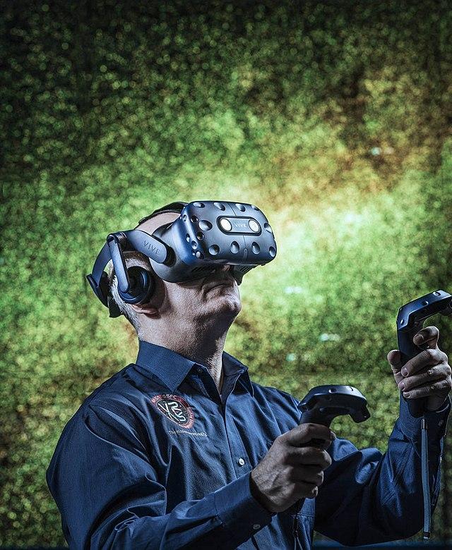 NASA Goddard Engineer Tom Grubb uses VR/AR